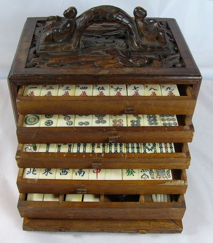 Vintage BONE & BAMBOO CARVED CASE Mah Jong game